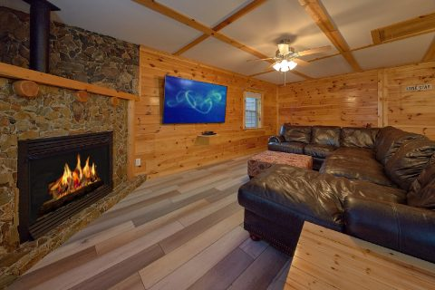 3 Bedroom cabin with Fireplace and Game Room - LoneStar