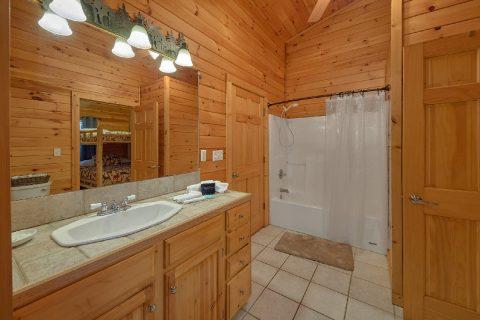 3 bedroom cabin with 2 full baths - LoneStar