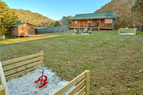 Cabin with fire pit, Horse Shoe Pit and hot tub - LoneStar