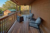 3 bedroom cabin with Fire Pit on the deck