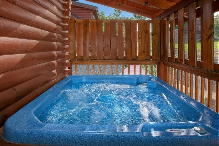 Cabin with Private Hot Tub and Resort Pool - Lookin Up