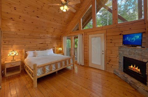 Master Suite with Fireplace and Jacuzzi Tub - Lookout Lodge