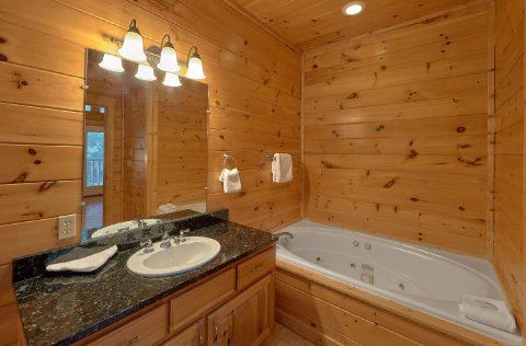 Beautiful 6 Bedroom 7.5 Bath Cabin - Lookout Lodge