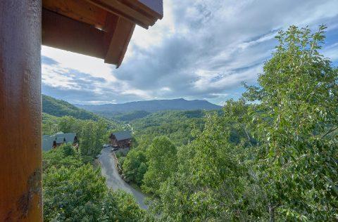 Spectacular Views 6 Bedroom Cabin Sleeps 22 - Lookout Lodge