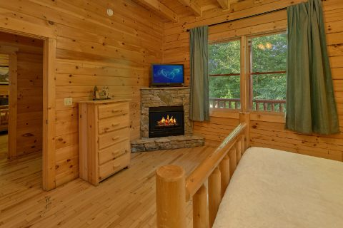 Beautiful 6 Bedroom 7.5 Bath Cabin Sleeps 22 - Lookout Lodge