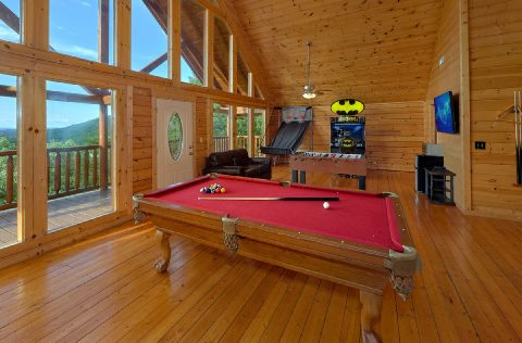 Large Game Room with Pool Table 6 Bedroom Cabin - Lookout Lodge