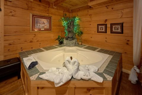 Minain Floor Master Suite with Jacuzzi Tub - Love Without End