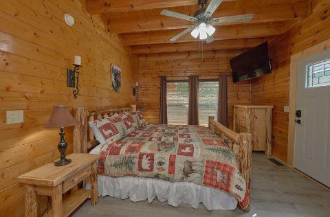 King Bedroom with Flatscreen TV - Lovers Paradise