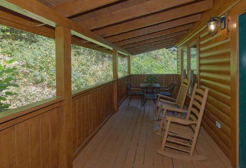 Smoky Mountain 2 Bedroom Cabin Sleeps 6 - Lovers Paradise