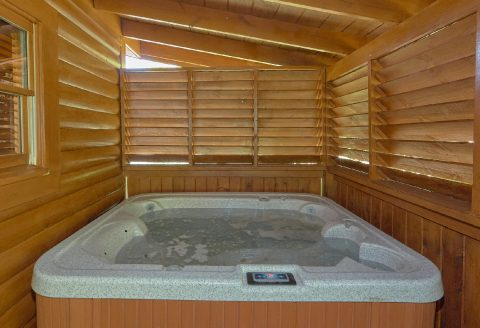 2 Bedroom Cabin with Private Hot Tub Sleeps 6 - Lovers Paradise