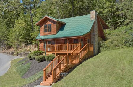 A Bear Endeavor: 2 Bedroom Sevierville Cabin Rental