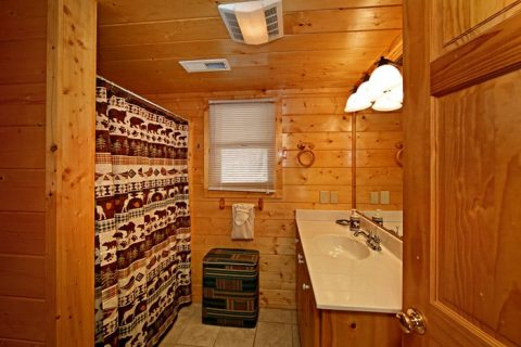 Cabin with Tub/Shower Combo - Lovers Paradise