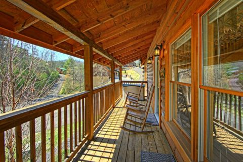 Cabin with Front and Back Deck - Lovers Paradise
