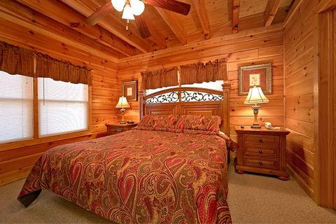 Premium 2 Bedroom Cabin with 2 King Beds - Lucky Break