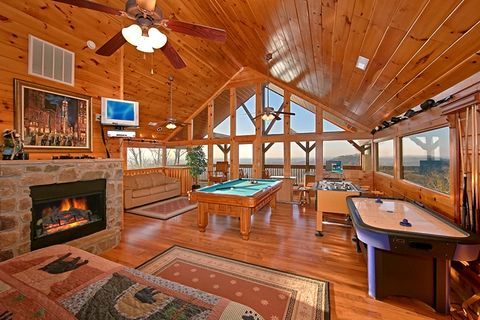Premium Cabin with Fully Furnished Game Room - Lucky Break