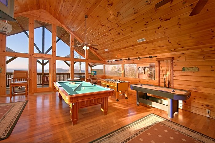Cabin with Pool Table & Air Hockey Table - Lucky Break