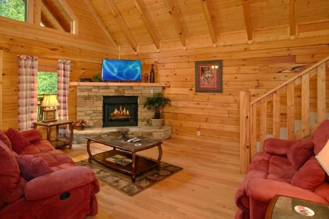 3 Bedroom Cabin with Fully Furnished Living Room - Lucky Logs Lodge