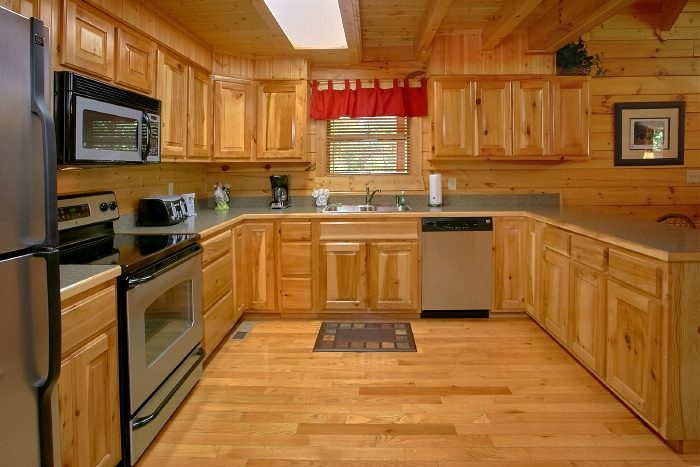 Luxury Cabin with Fully Stocked Kitchen - Lucky Logs Lodge