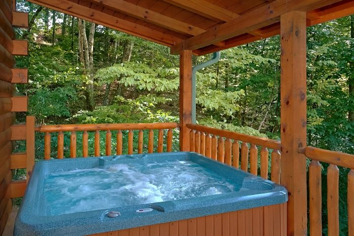 3 Bedroom Cabin with an Outdoor Hot Tub - Lucky Logs Lodge