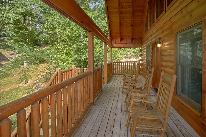 Luxury Cabin with Furnished Deck - Lucky Logs Lodge