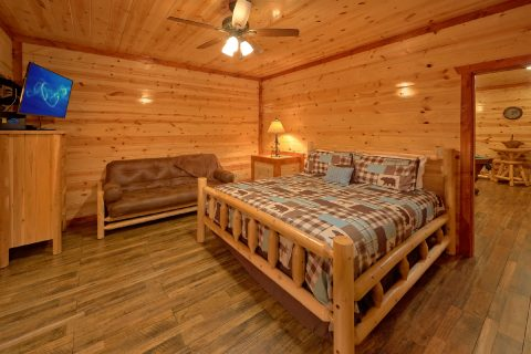 King Bedroom with Futon and TV - Majestic Mountain Splash