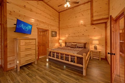 King Bedroom with Connecting Full Bathroom - Majestic Mountain Splash