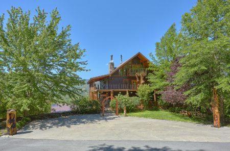 Big Mack Lodge: 5 Bedroom Pigeon Forge Cabin Rental