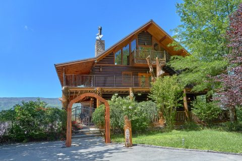 Luxury 5 bedroom cabin with Mountain Views - Majestic Peace