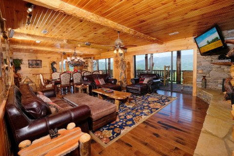 5 bedroom cabin with spacious living area - Majestic Peace