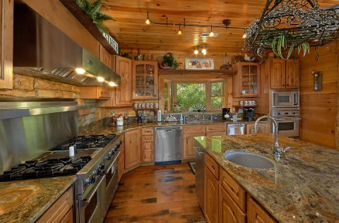 Luxurious kitchen in 5 bedroom cabin rental - Majestic Peace