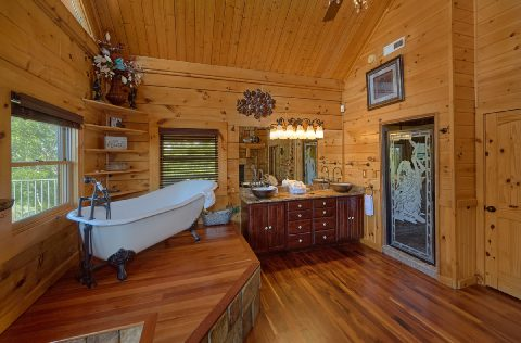Private Master Bathroom in 5 bedroom cabin - Majestic Peace