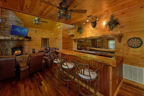 Cabin game room with a bar and a Pool Table - Majestic Peace