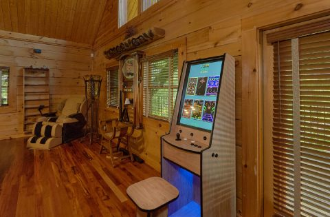 Arcade Game in 5 bedroom cabin Game Room - Majestic Peace