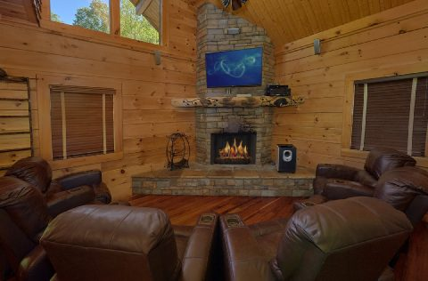 Premium cabin with recliners and TV in game room - Majestic Peace