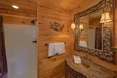 Luxury cabin with 5 bedrooms and 7 bathrooms