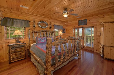 Private King bedroom with TV at 5 bedroom cabin - Majestic Peace