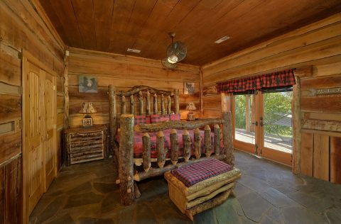 Luxurious King bed in 5 bedroom cabin rental - Majestic Peace