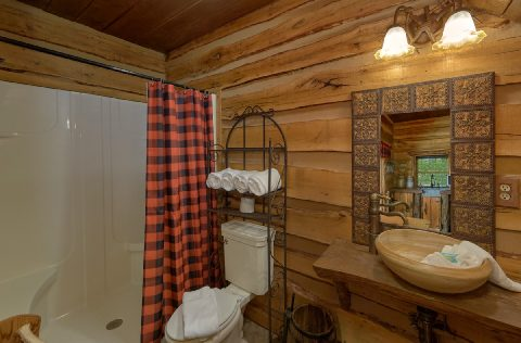 Premium cabin rental with 7.5 bathrooms - Majestic Peace