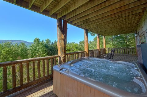 Luxury Cabin Rental with Private Hot Tub - Majestic Peace