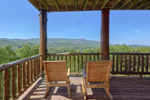 Cabin with Mountain View, Hot Tub and Sauna - Majestic Peace