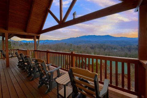 Premium 5 Bedroom Cabin with Mountain Views - Majestic Point Lodge