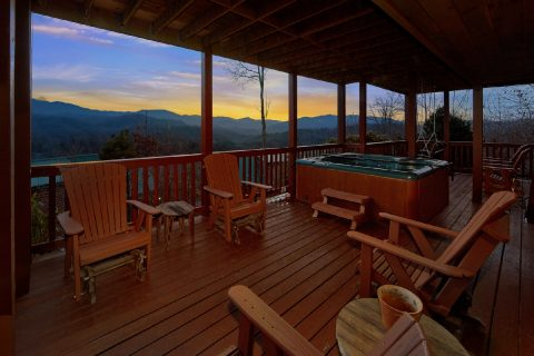 Cabin with Hot Tub overlooking Mountain Views - Majestic Point Lodge