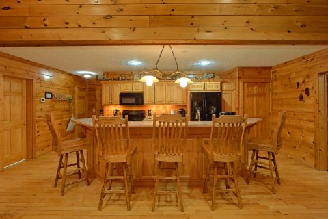 Luxury Cabin with Dining Seating for 14 - Majestic Point Lodge