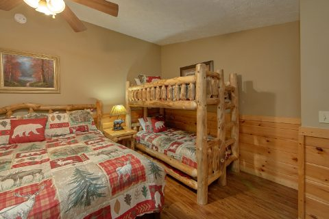 5 bedroom cabin with Bunk Beds and King Bedroom - Majestic Point Lodge
