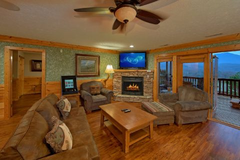 Luxury Cabin with 2 Living Rooms and Fireplaces - Majestic Point Lodge