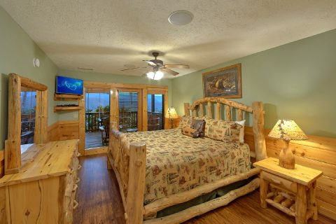 Luxurious 5 bedroom cabin with 5 King Beds - Majestic Point Lodge