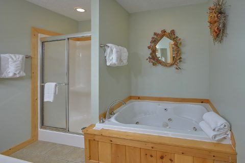 Premium Gatlinburg Cabin with 3 Jacuzzi Tubs - Majestic Point Lodge