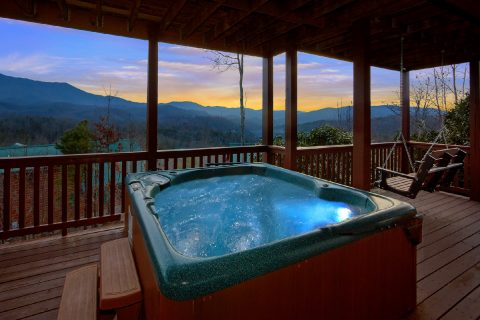 Premium Cabin with Hot Tub and Mountain Views - Majestic Point Lodge