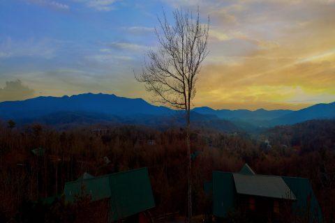 Gatlinburg Luxury Cabin with Mountain Views - Majestic Point Lodge