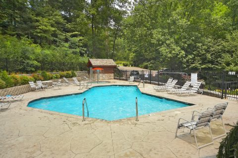 Black Bear Falls Gatlinburg resort pool - Majestic Point Lodge